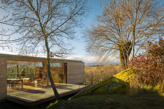 Openhouse-magazine-log-cabin-architecture-four-seasons-house-by-churtichaga-quadra-salcedo-spain-photo-fernando-guerra-airbnb-9