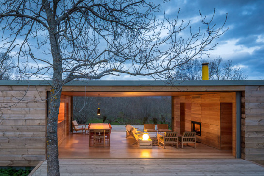 Openhouse-magazine-log-cabin-architecture-four-seasons-house-by-churtichaga-quadra-salcedo-spain-photo-fernando-guerra-airbnb-4