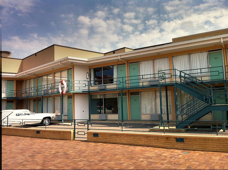1024px-The_Lorraine_Motel,_site_of_the_Martin_Luther_King_assassination_and_the_National_Civil_Rights_Museum.