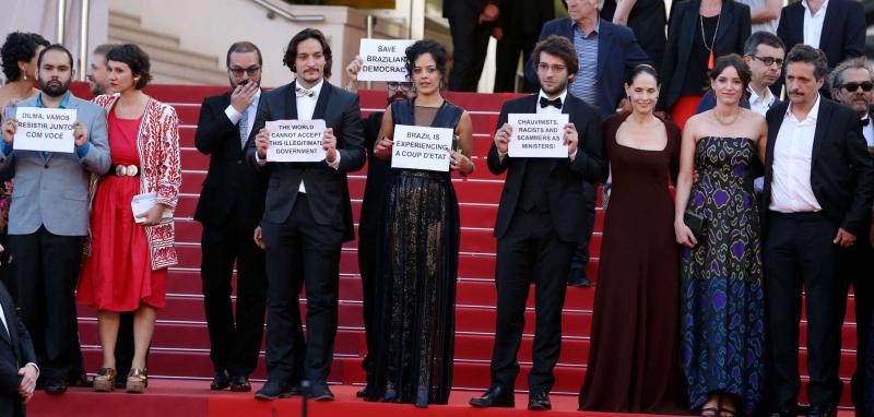 Cannes-2016-l-equipe-du-film-Aquarius-denonce-un-coup-d-etat-au-Bresil
