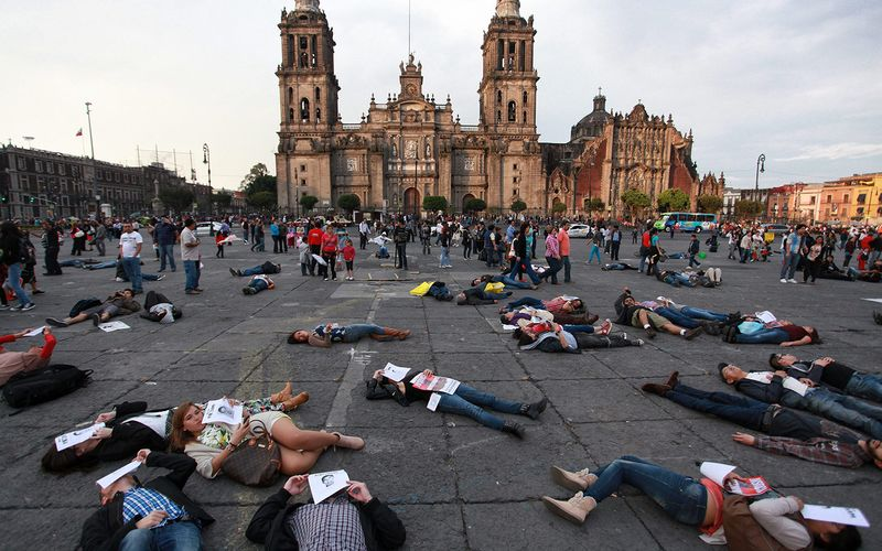 Mexico_protest_natl_palace_missing_ppl_a