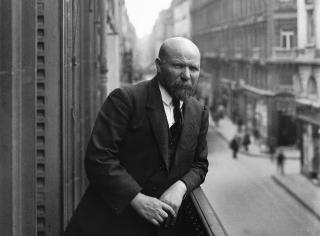 Albert-kahn-balcony-portrait